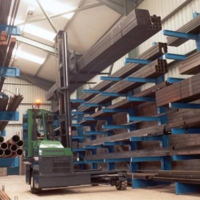Miet-Combilift C4500 in der Stahlverarbeitung