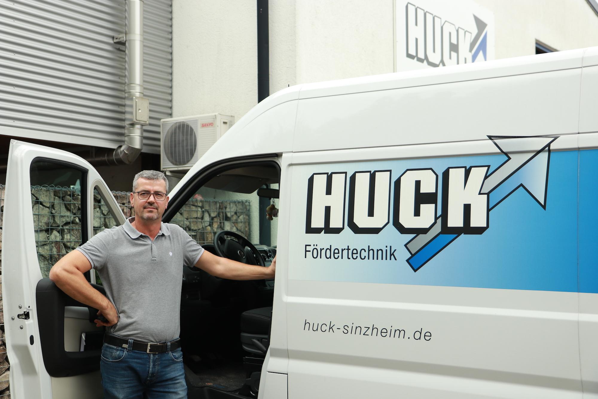 Manuel von Bonn, Kundendienstleiter
